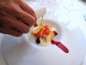 Pic - le Homard bleu; en aiguillettes, aux baies et fruits rouges; crème mousseuse de celeri branche au poivre vert; jus corsé - le Service 3