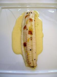 Pic - le Sole de petits bateaux; cuite lentement au beurre demi-sel; aromatisée aux baies de genièvre; poireau fondant à la bergamote 2