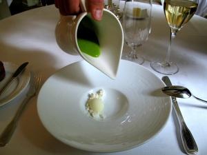 Søllerød Kro - Amuse Bouche - Grøn gazpacho – Sorbet på oliven – Sne