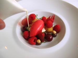 Søllerød Kro - Hindbær, fløde og hasselnød